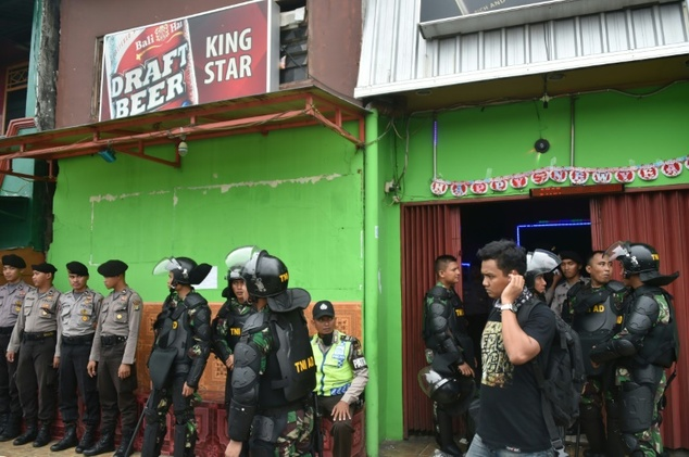Indonesia. Dozens of illegal bars razed to the ground in Jakarta