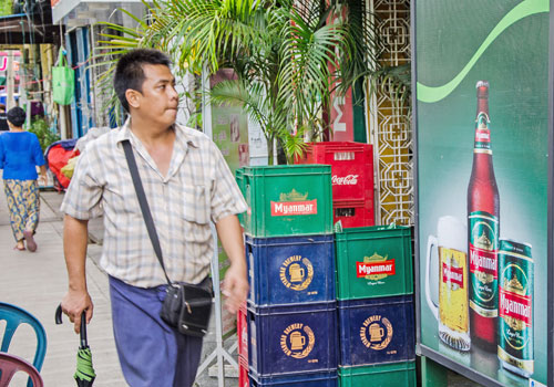 Myanmar. Draught law causes beer station panic